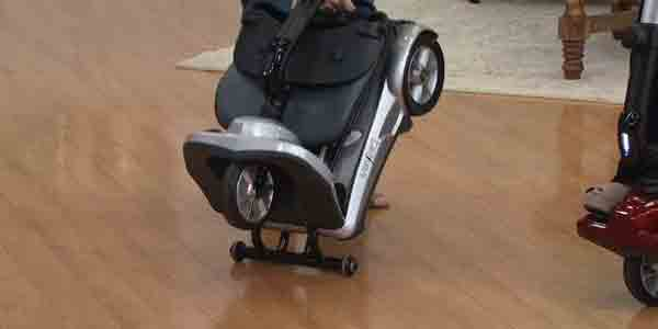Lightweight foldable mobility scooter