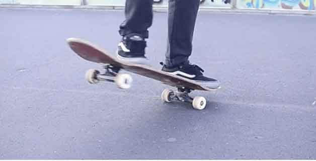 skateboard-front-side-turn